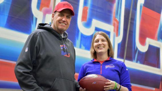 Kathryn Smith talks with Bills head coach Rex Ryan.